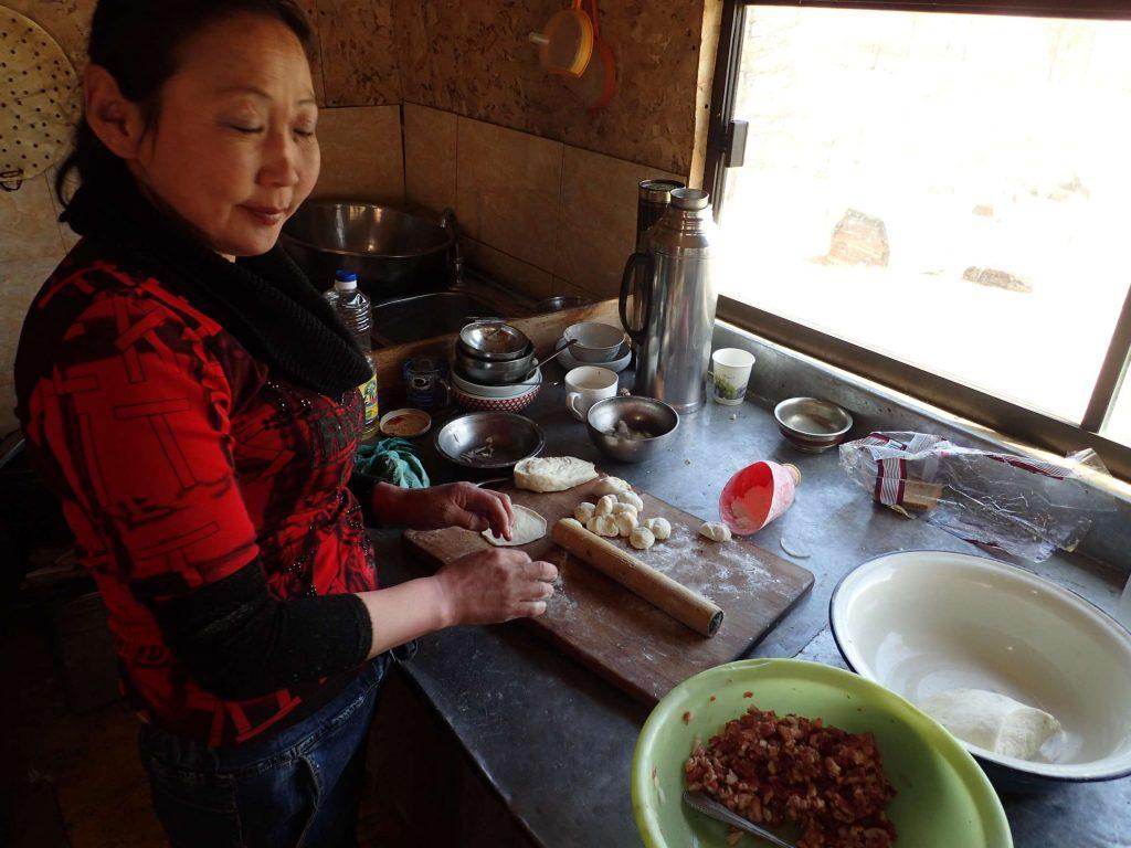 Construction process of traditional Mongolian mutton dumplings