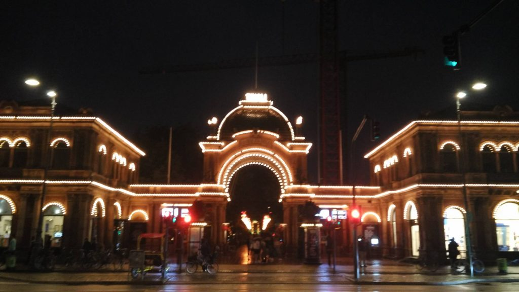 The entrance to Tivoli (the camera's autofocus had given up at this point)